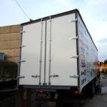 Ворота на грузовой автомобиль Ford в Санкт-Петербурге, с облицовкой крашенным оцинкованным железом, размером 2,55х2,7 метра