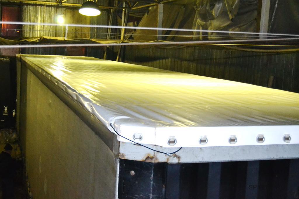 Сдвижная крыша на прицеп Samro длиной 7,5 метров